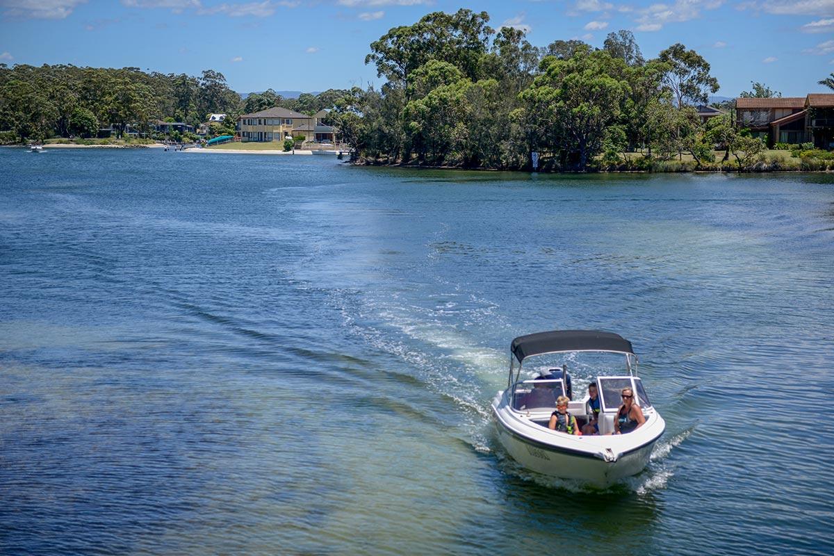 things-to-do-swan-lake-nsw-04