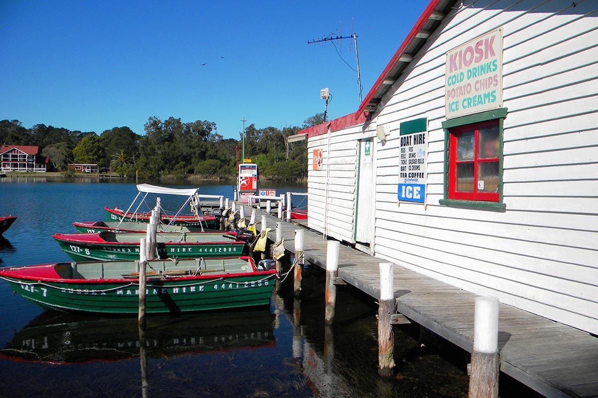 things-to-do-swan-lake-nsw-boating